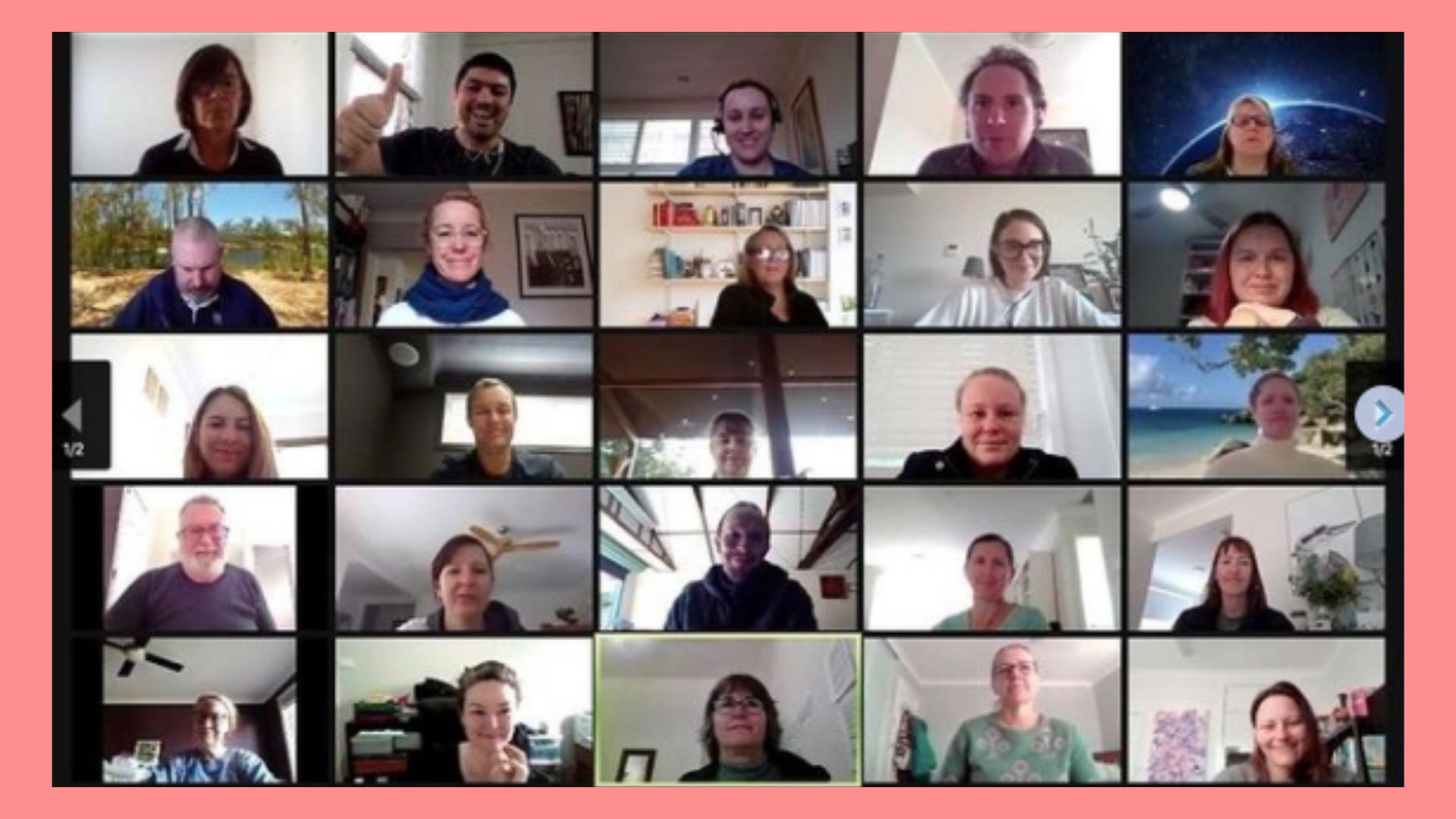 Imagen de personas reunidas en una capacitación virtual