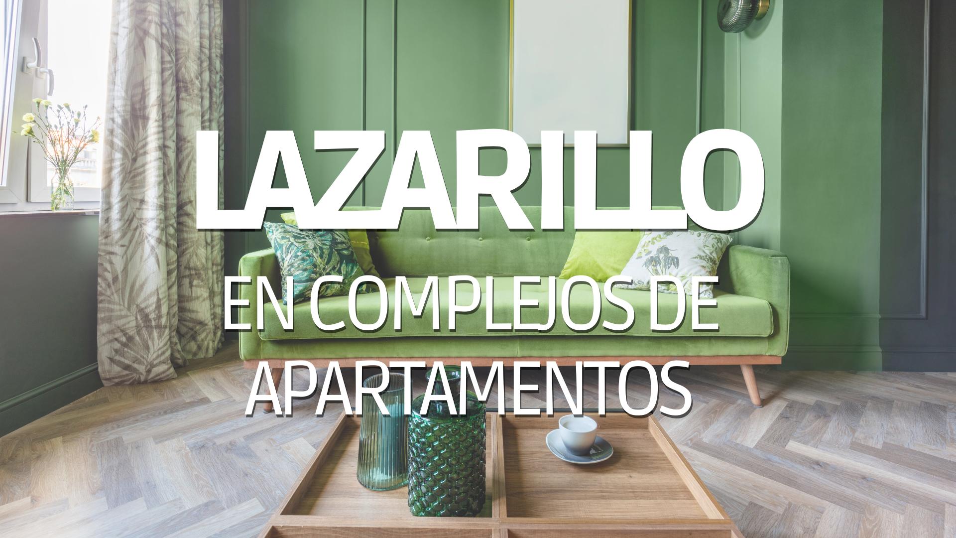 Sala de apartamento con texto encima de Lazarillo en complejos de apartamentos